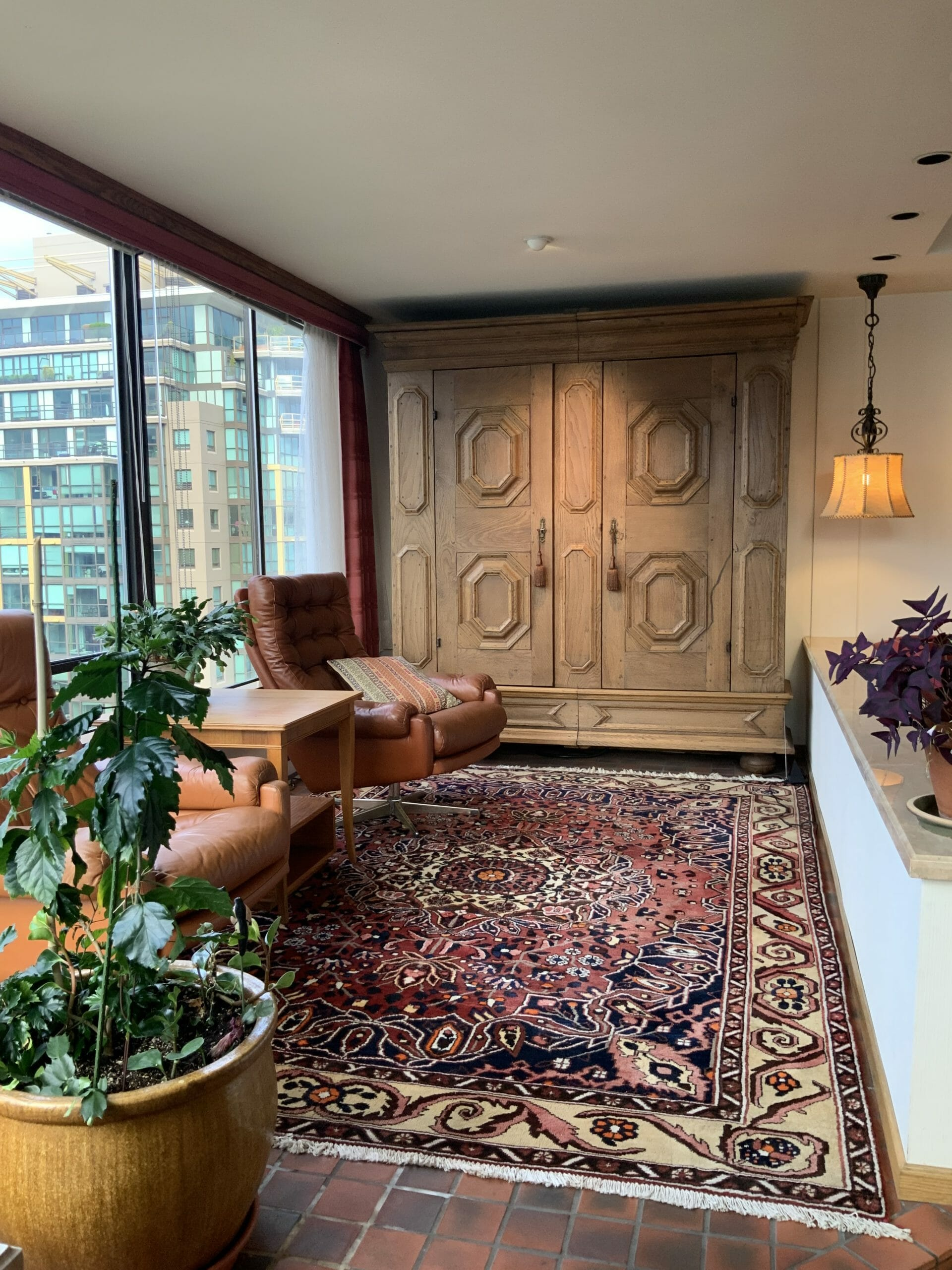 Unique 2 bedroom+Den Furnished apartment in Coal Harbour